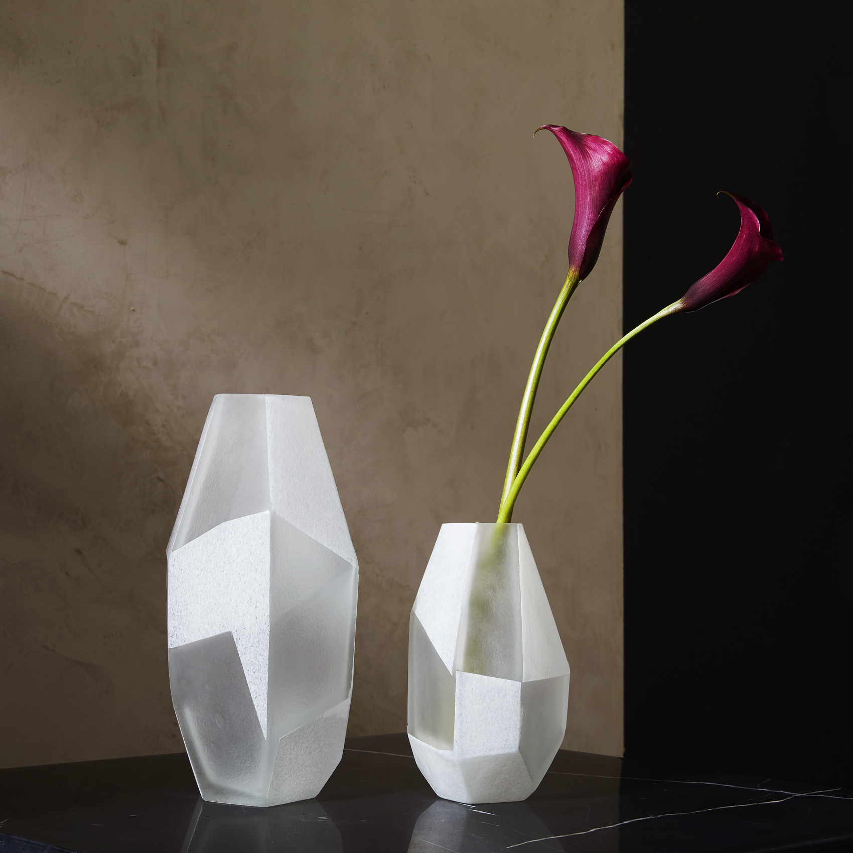 collection-faceted-glass-vases-interiors_ty-mecham_west-elm